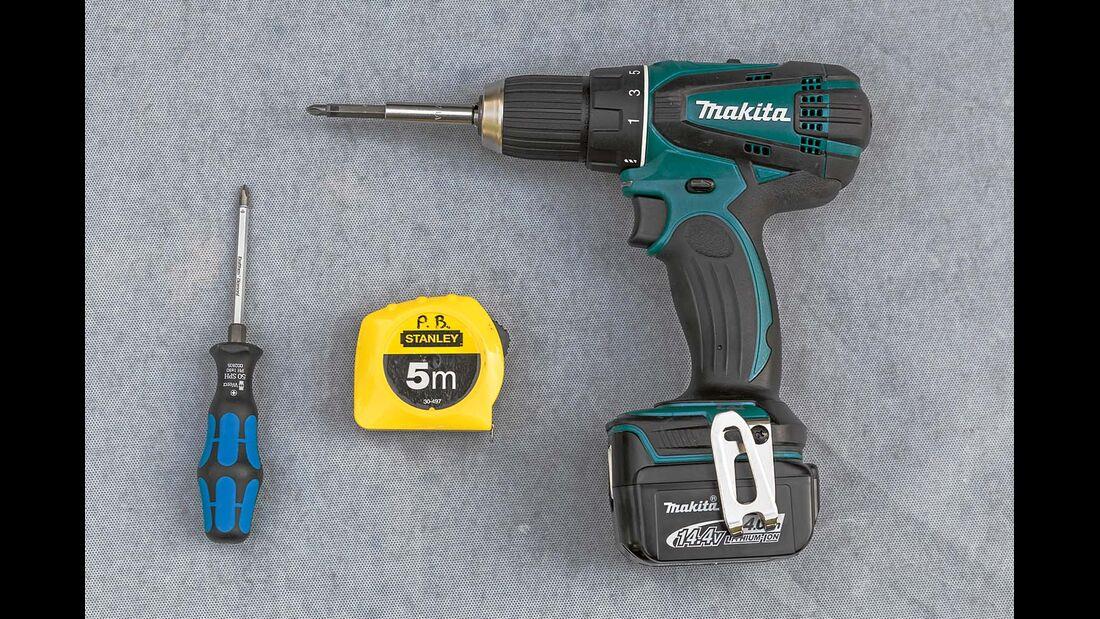 Werkzeuge und Materialien für Jalousieneinbau im Reisemobil