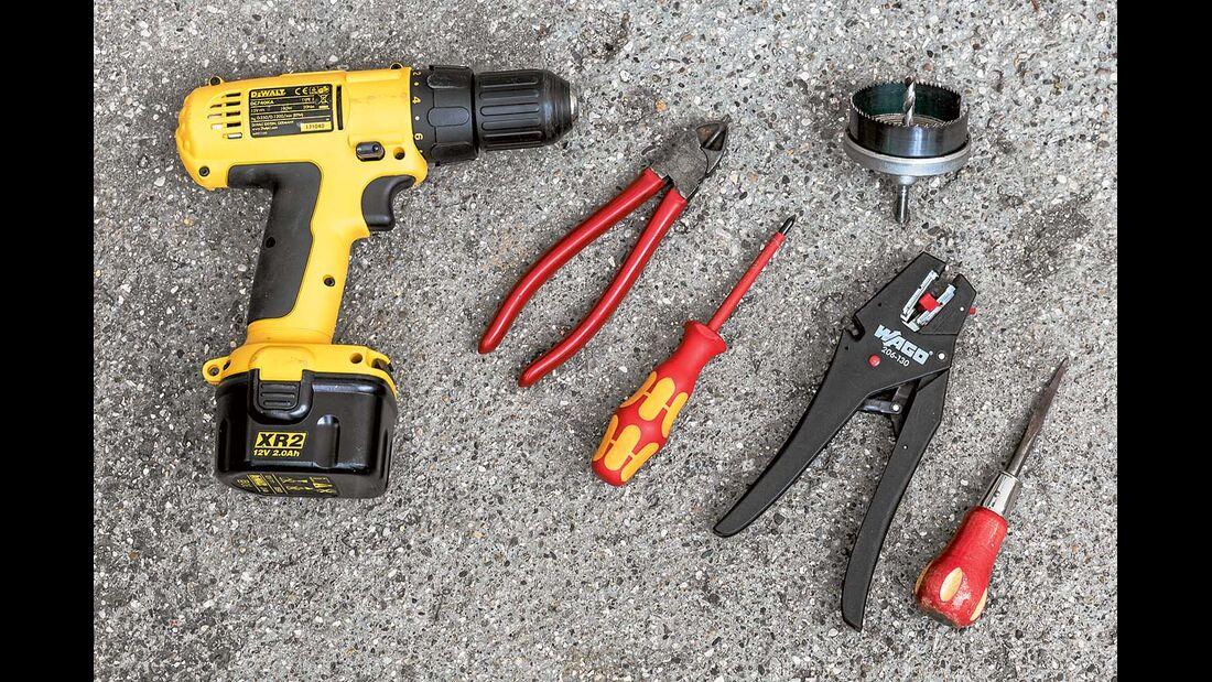 Werkzeuge und Materialien für USB-Steckdosennachrüstung