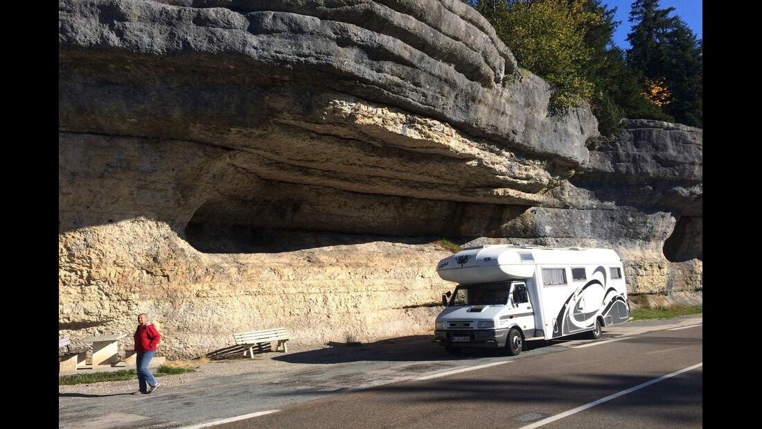 Wohnmobil vor Steilwand