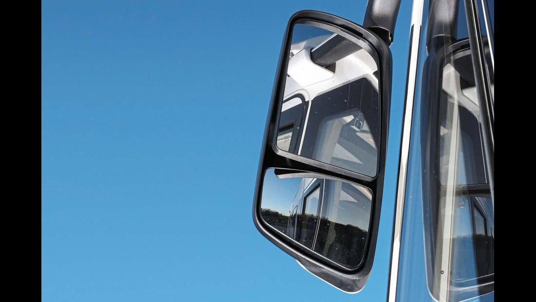 Wuchtige Busspiegel im Eura Mobil Integra Line 730 EB behindern Kurvensicht