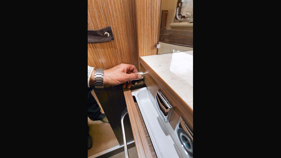 Zentralverriegelung der Küchenschubladen beim Itineo JB 700