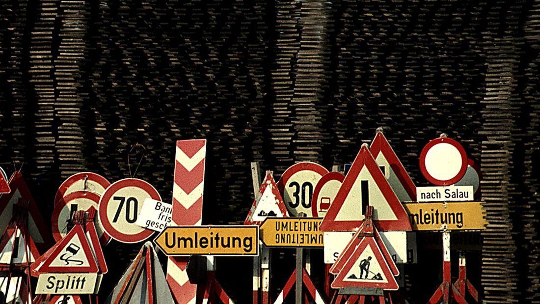 Zum 1. April 2013 ist eine Neufassung der Straßenverkehrsordnung (StVO) in Kraft getreten. Hauptziel: den Schilderwald reduzieren.