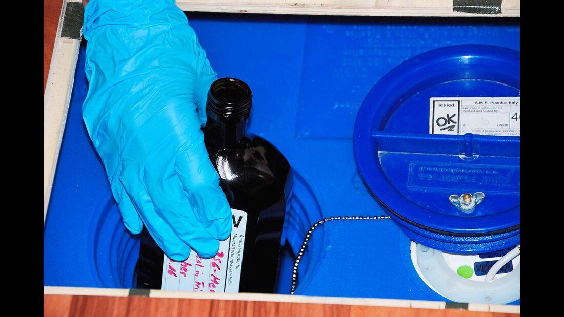 Zum Test der Wirksamkeit gehörte auch eine Untersuchung der Wasserproben.