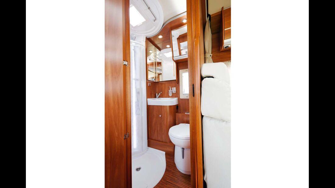 Zur Not können Toilette und Waschbecken parallel zur Duschkabine genutzt werden.