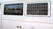 Zusätzliche Solarzelle an der Seite für die Abendsonne.