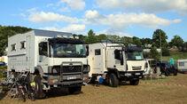 Zwei Wohn-Trucks