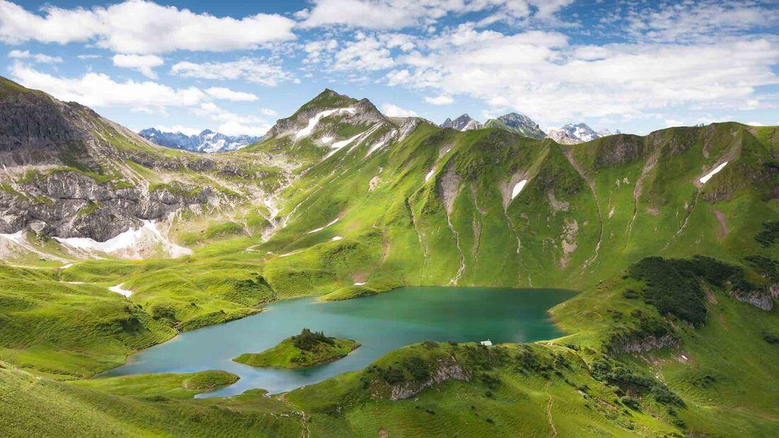 alpin lake schreeksee in bavaria, allgau alps, germany