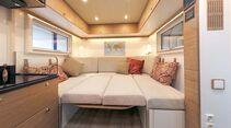 große Rundsitzgruppe im vorderen Kabinenteil zum Bett umwandelbar beim Bliss-Mobil 20-ft-body