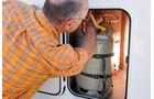 hintere Flasche im Gaskasten schwer erreichbar im Profila T 695 EB Mondial