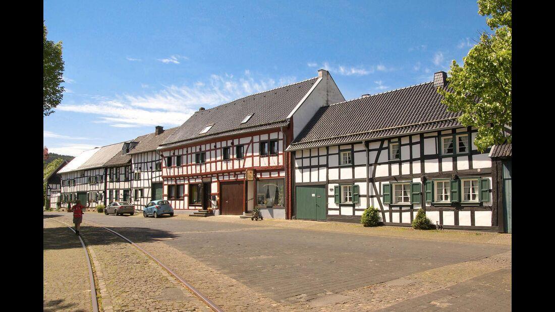 historischer Dorfplatz von Schleidem Olef