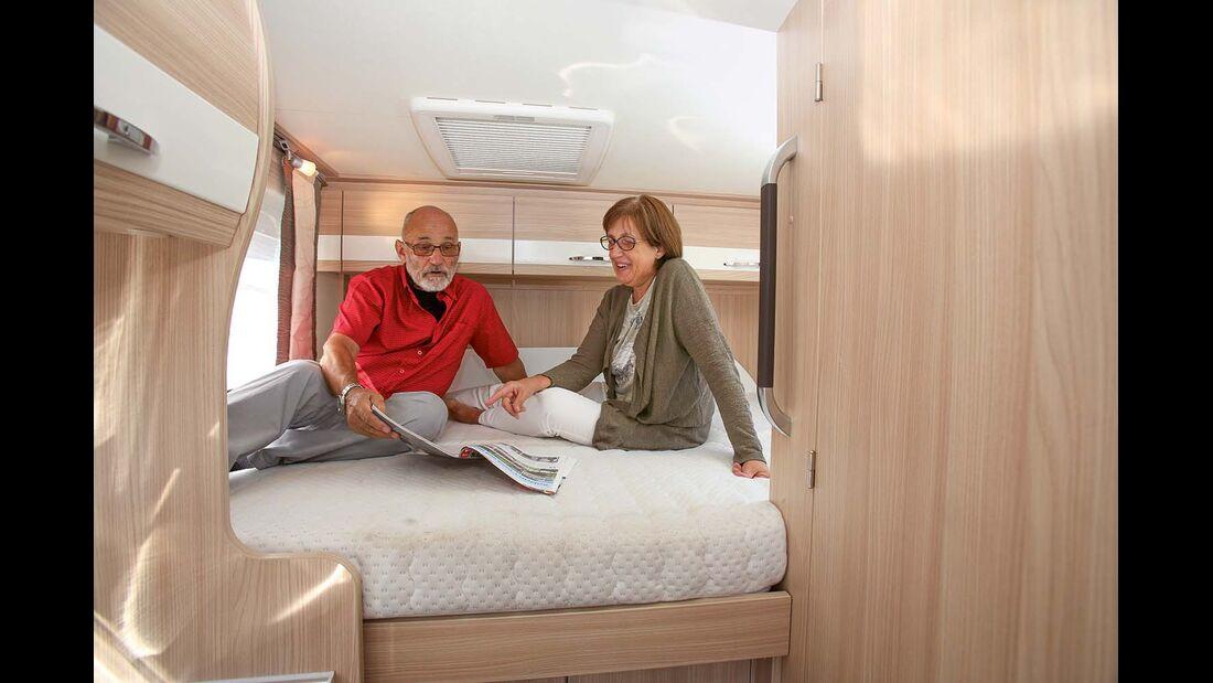 hoch eingebautes Heckbett beim Bürstner Travel Van t 590 G