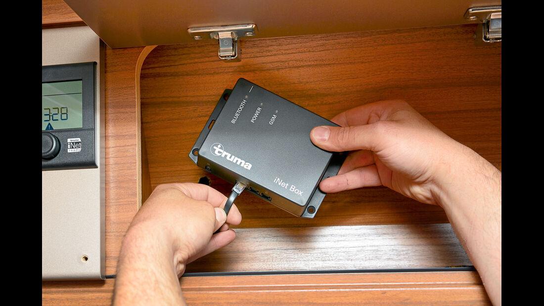 iNet-Box empfängt Befehle per Bluetooth oder SMS und gibt sie weiter