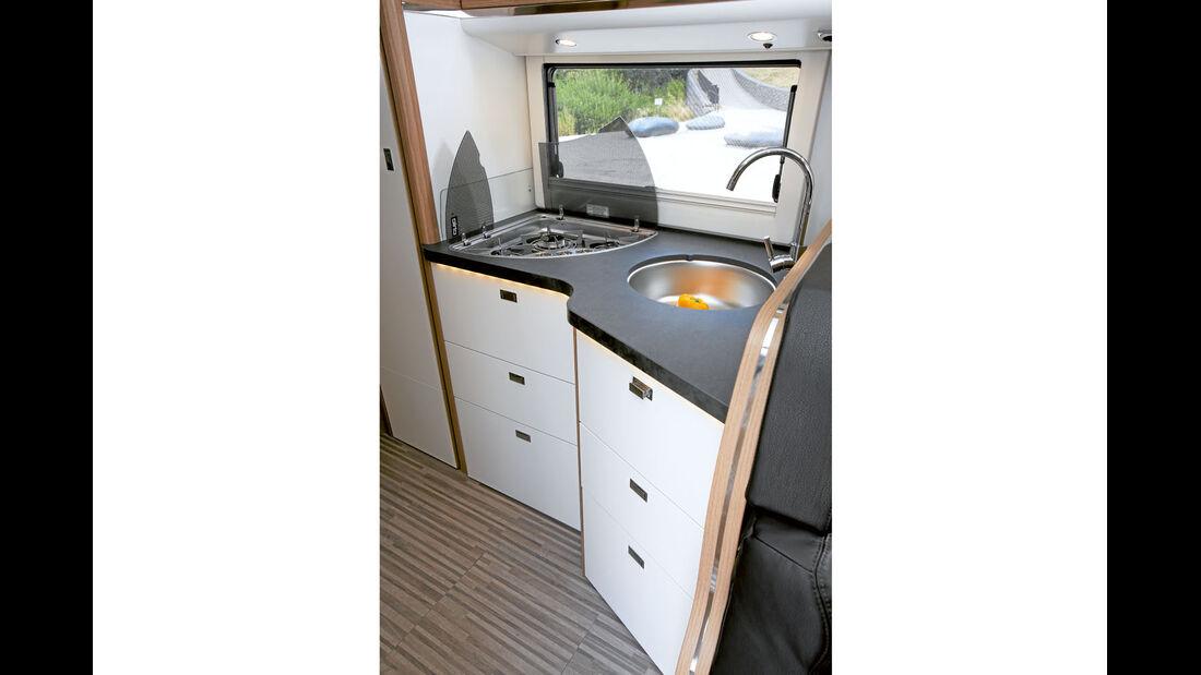 kompakte und funktionale Winkelküche beim Malibu T460